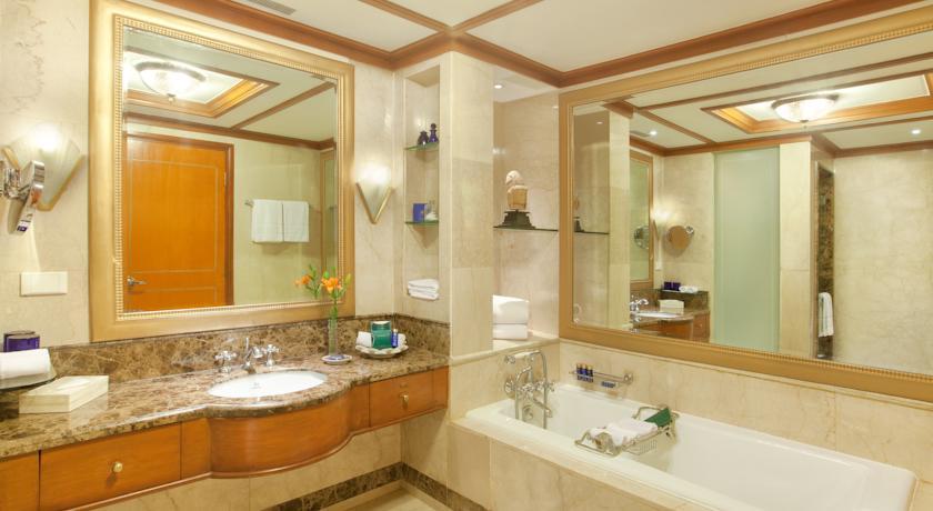 Bathroom in Wildflower Hall Mashobra