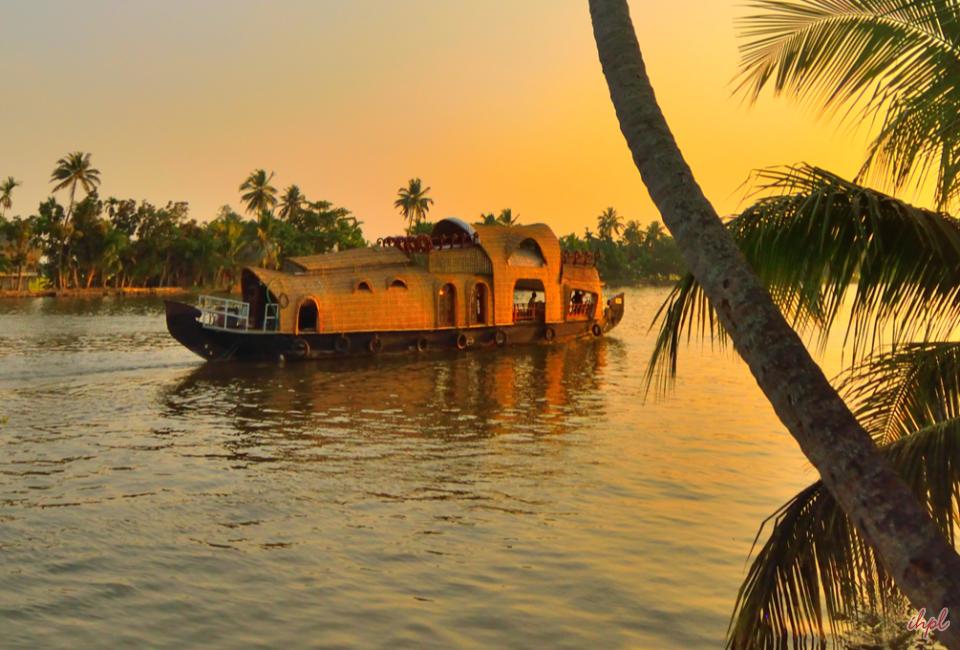 KovalamAshtamudi-Luxury-tour-3